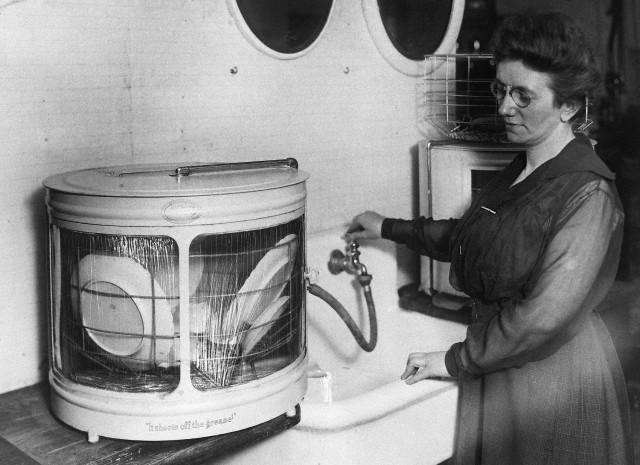 демонстрация первой посудомоечной машины